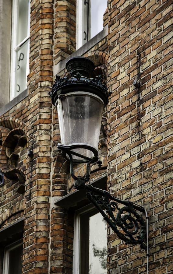 老路灯柱在布鲁日 免版税库存照片