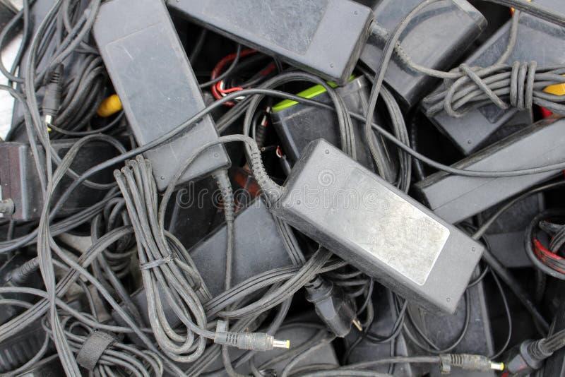 老适配器和充电器 库存照片