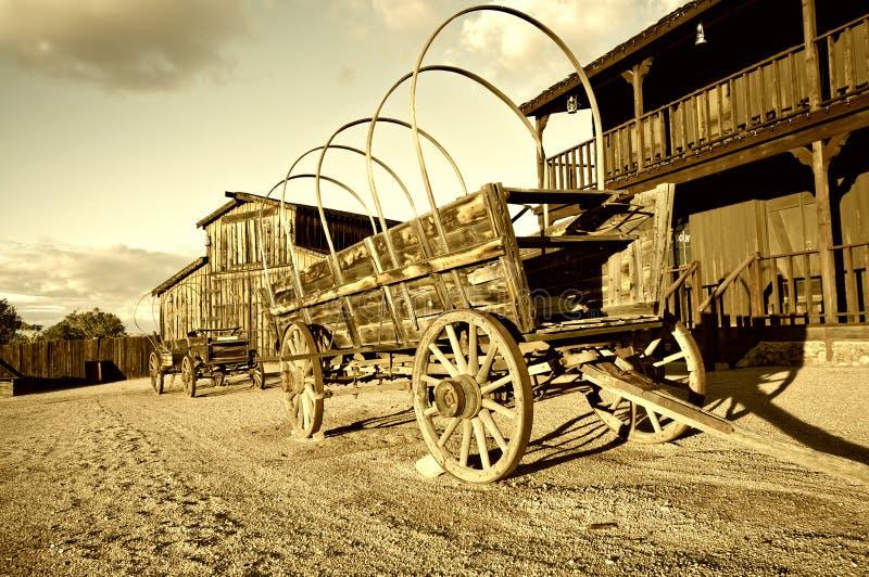 老通配西方牛仔无盖货车购物车 库存图片