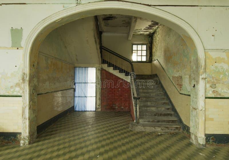 老遗弃楼梯 免版税库存照片