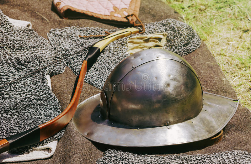 老金属盔甲 库存照片