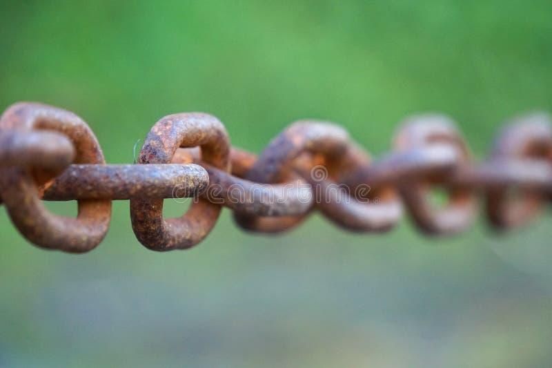 老金属被放弃的链子 免版税库存图片