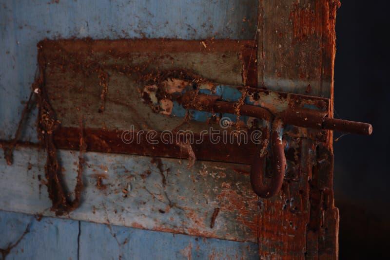 老铁螺栓生锈了 有一老可怕的 库存照片