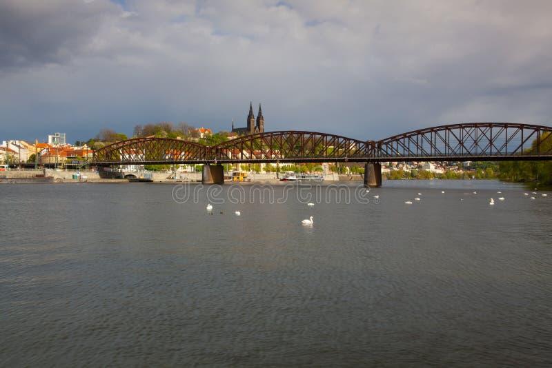 老铁铁路桥在布拉格,捷克 免版税库存图片