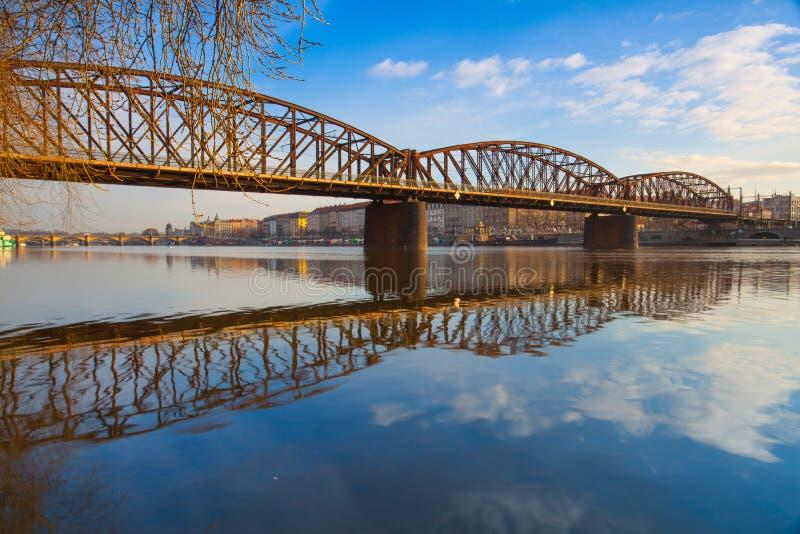 老铁铁路桥在布拉格,捷克 图库摄影