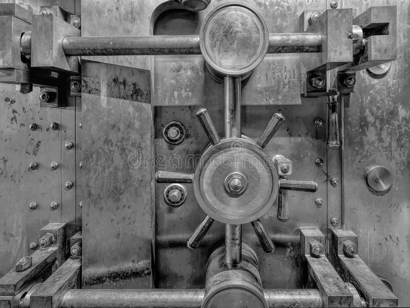 老银行地下室黑白特写镜头 免版税库存图片