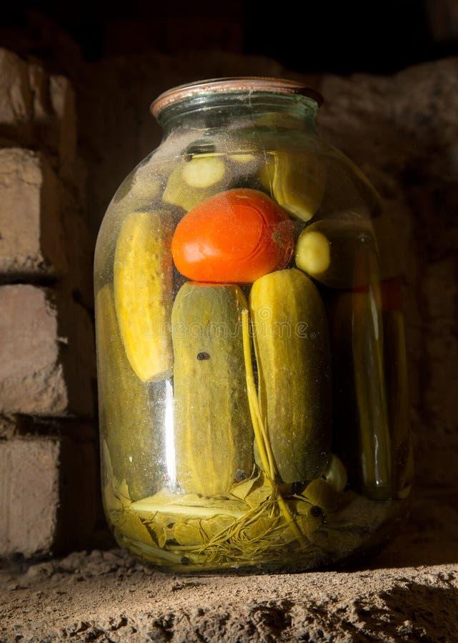 老银行用在地下室的黄瓜在黑暗 库存图片