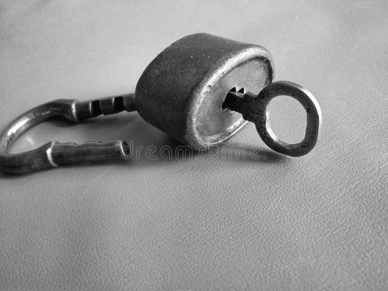 老锁,钥匙 免版税库存照片