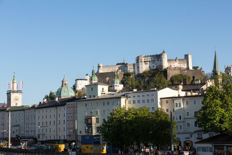 老镇和堡垒Hohensalzburg,美丽的中世纪城堡在萨尔茨堡, 库存图片