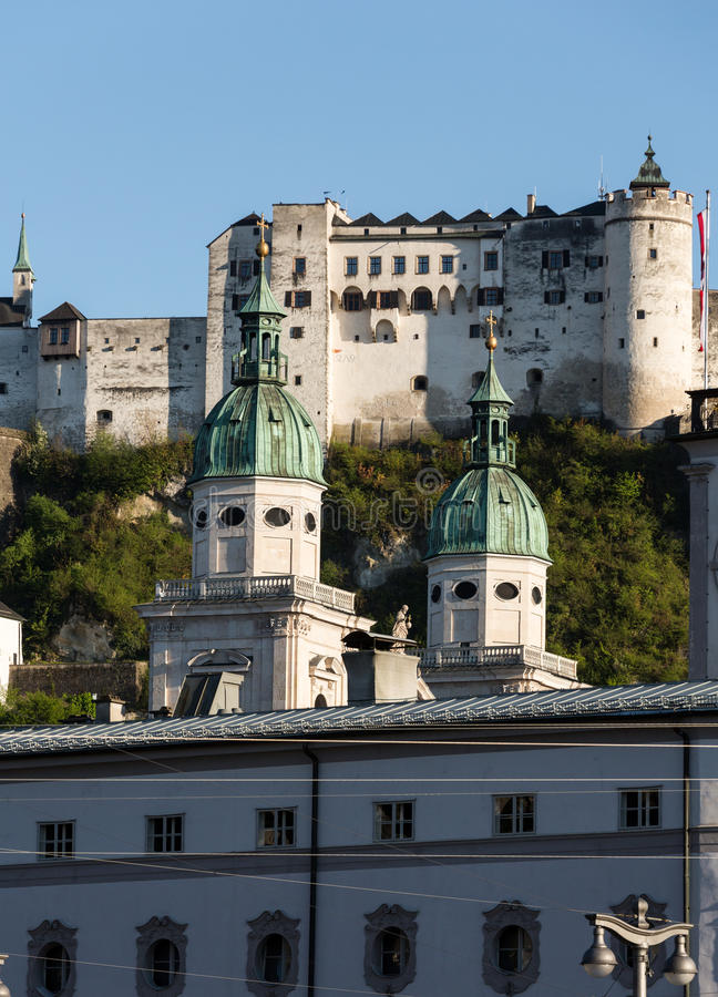 老镇和堡垒Hohensalzburg,美丽的中世纪城堡在萨尔茨堡 免版税图库摄影