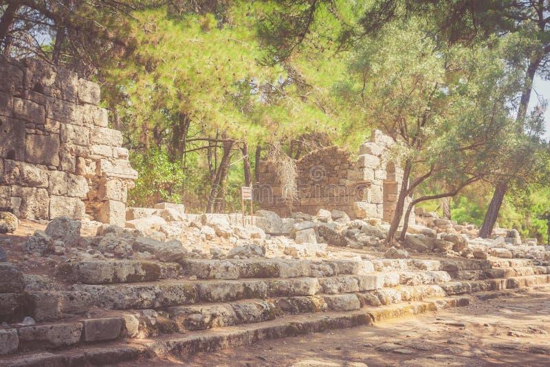 老镇的废墟在Phaselis安塔利亚土耳其定了调子如退色 库存图片