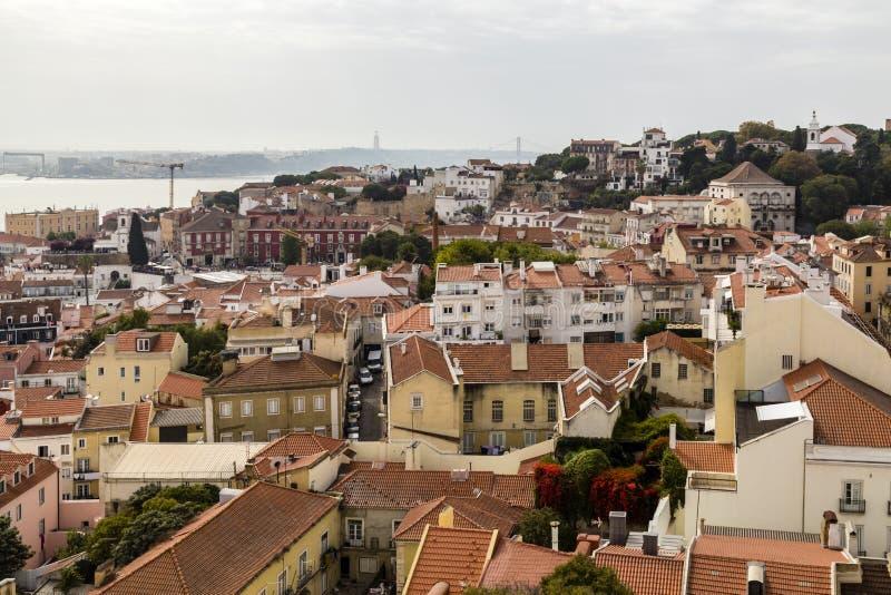老镇的看法,里斯本,葡萄牙 免版税图库摄影