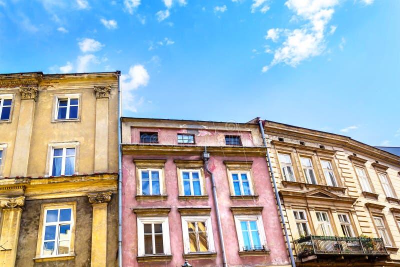 老镇的老,历史廉价公寓在克拉科夫 库存照片