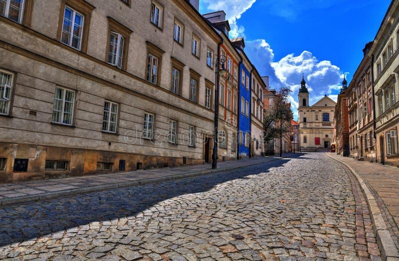 老镇的街道在华沙 街道Mostowa 免版税库存照片