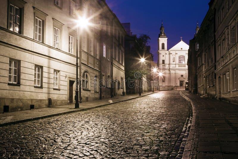 老镇的街道在华沙 免版税库存图片