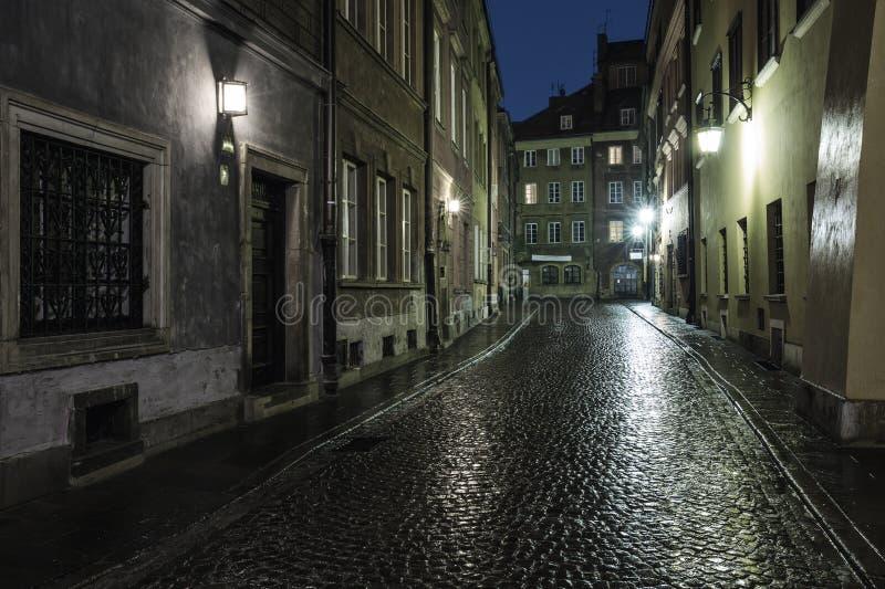 老镇的街道在华沙 库存图片