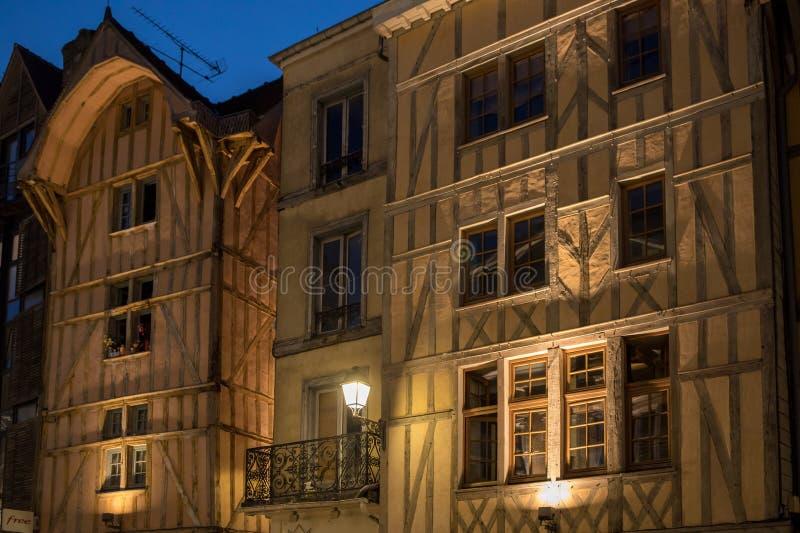 老镇看法在晚上 特鲁瓦-奥布省部门的首都在香宾地区 法国 免版税库存照片