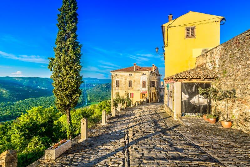 老镇莫托文在克罗地亚, Istra地区 库存照片