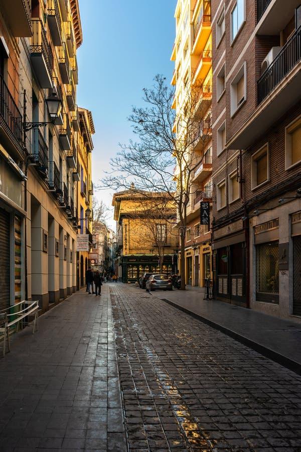 老镇街道在萨瓦格萨,西班牙 免版税图库摄影