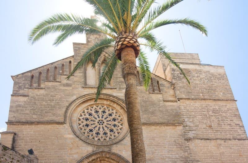 老镇, Sant Jaume教会在马略卡 Alcudia,马略卡,巴利阿里群岛,西班牙28 06 2017年 库存图片