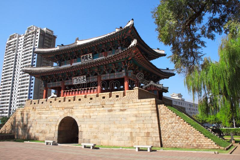 老门古老堡垒墙壁,平壤,北部Kore的一部分 库存图片