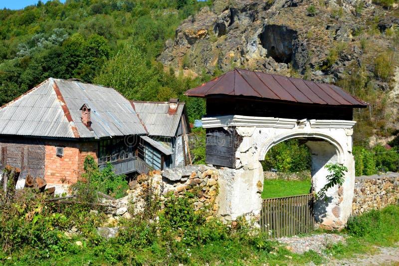 老门在罗希亚蒙塔讷, Apuseni山 免版税库存图片