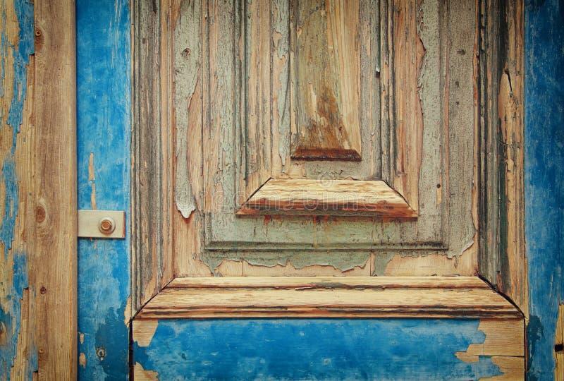 老难看的东西木纹理背景  一部分的古色古香的老门 对摄影产品背景 免版税图库摄影