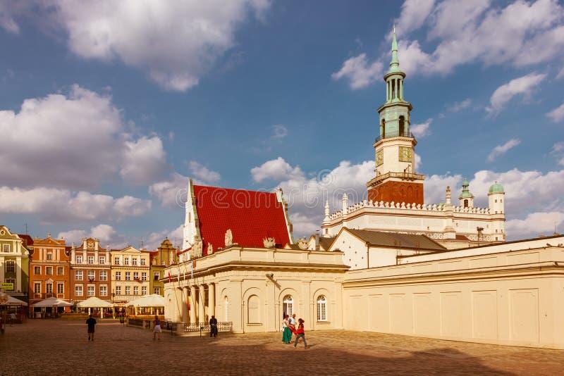 老集市广场和城镇厅耸立。 波兹南。 波兰 库存照片