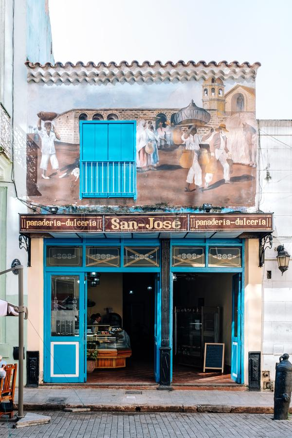 老面包店在哈瓦那中部,古巴 免版税库存图片