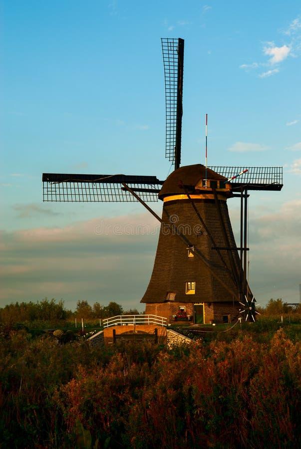 老风车在小孩堤防,荷兰 图库摄影