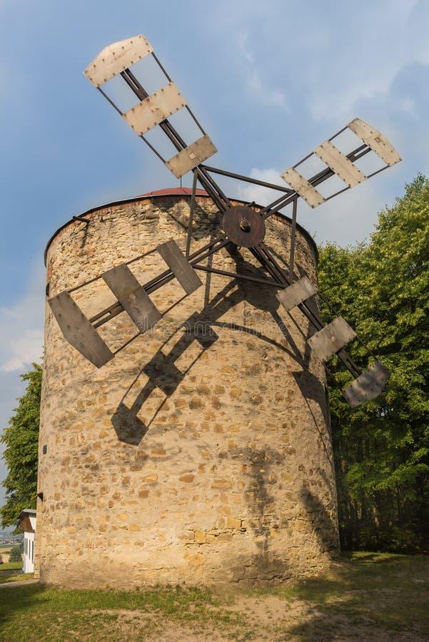 老风车在Holic,斯洛伐克 免版税库存照片