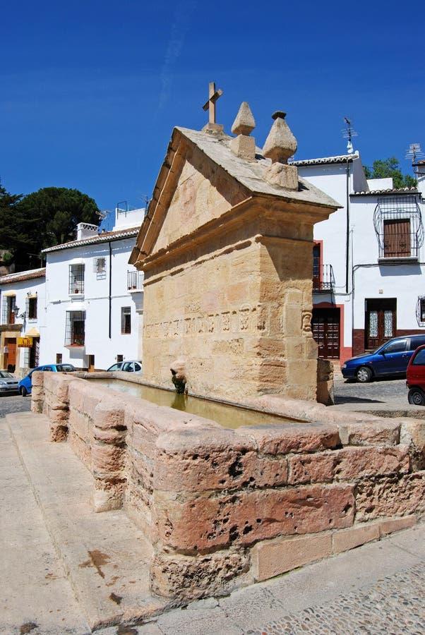 老饮水器的看法在老镇,朗达,西班牙叫八个管子 免版税库存图片