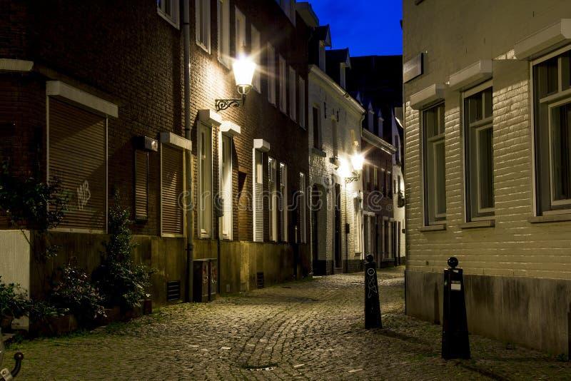 老马斯特里赫特夜街道  库存照片