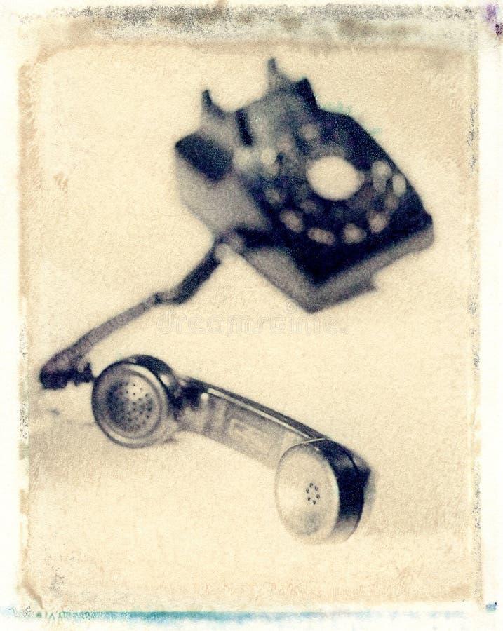 老黑在白色背景的葡萄酒拨号盘转台式电话 免版税库存照片