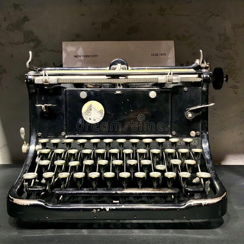 老黑打字机 r ?? 免版税库存图片