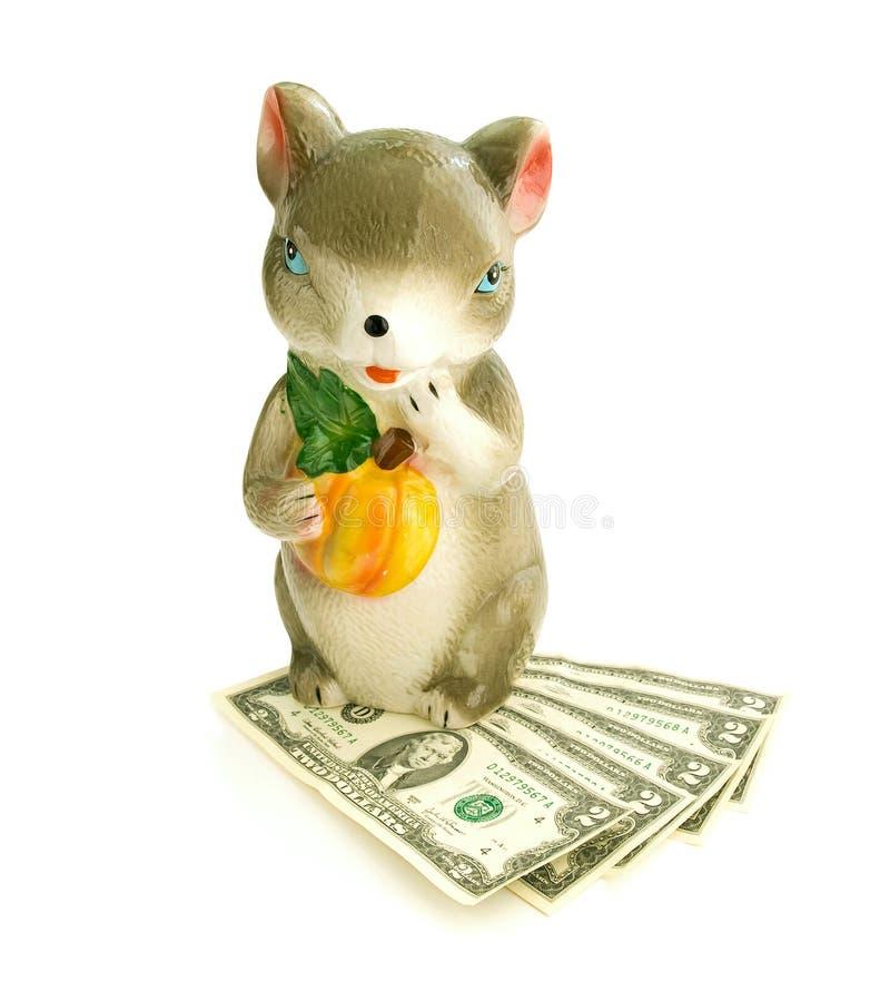 老鼠有金钱的一个金钱箱子 免版税库存图片