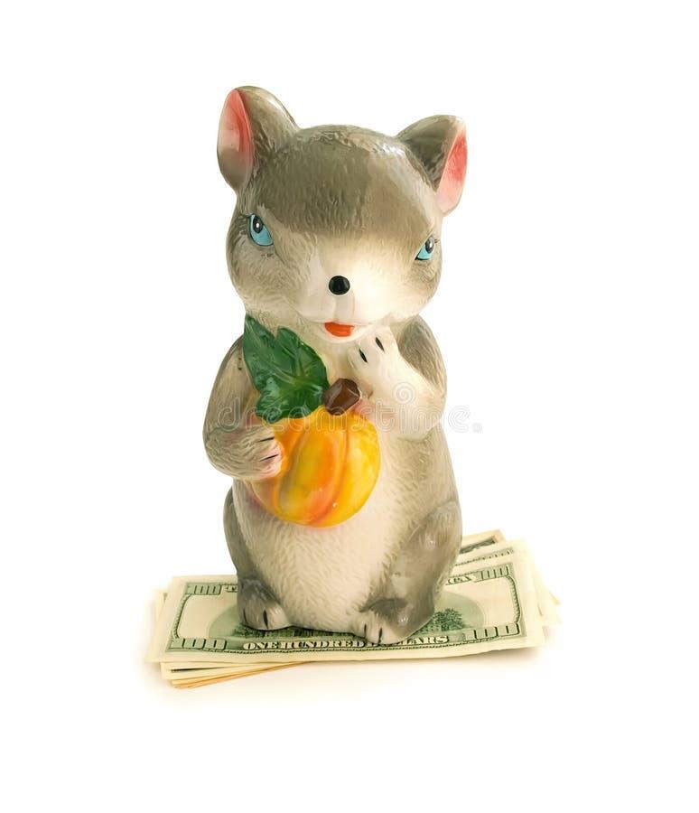 老鼠有金钱的一个金钱箱子 库存照片