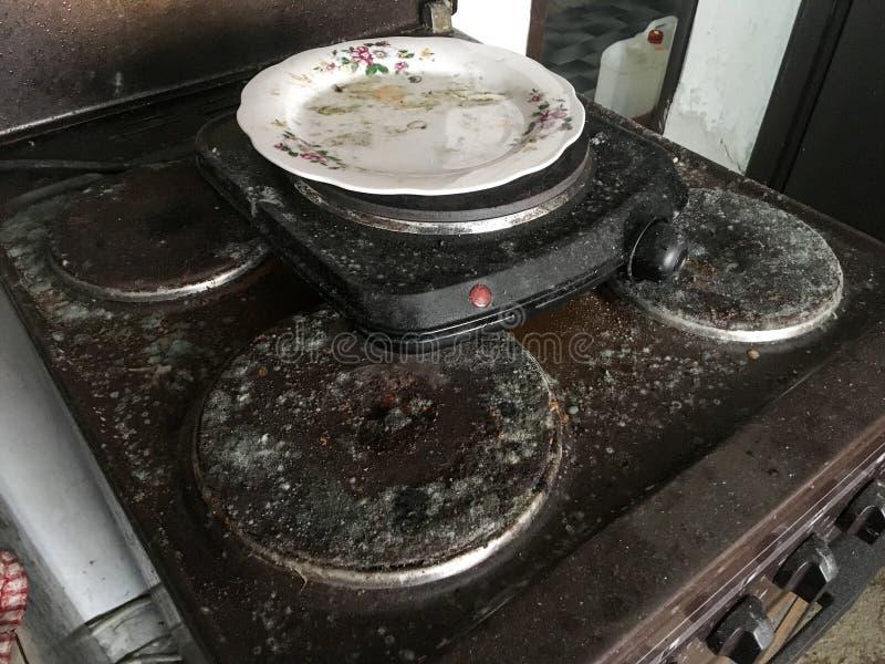 老,未使用,肮脏和发霉的烹饪器材 库存照片