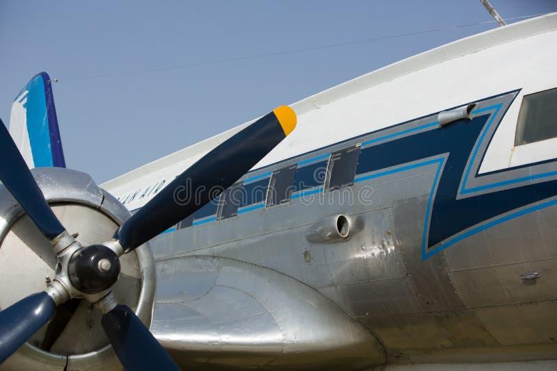 老,落伍的航空器分开与引擎和推进器 库存图片