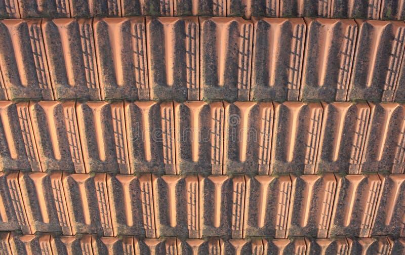 从老黏土瓦片的葡萄酒背景屋顶特写镜头的 免版税库存照片