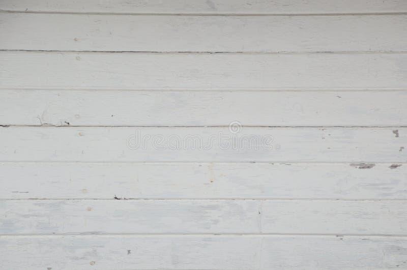 老水平的白色绘了船库的委员会 免版税库存图片