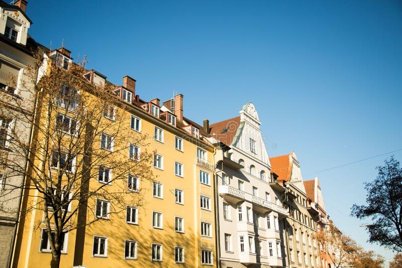 老黄色房子在德国-慕尼黑 免版税库存图片