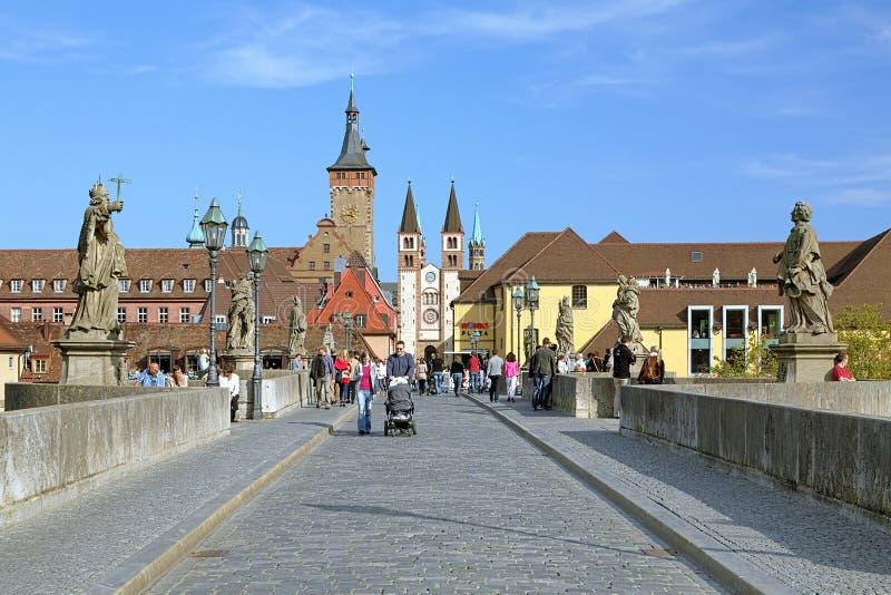 从老主要桥梁的看法到维尔茨堡大教堂,德国 免版税库存照片