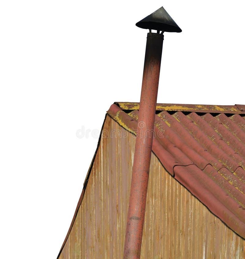 老年迈的生锈的被风化的棚子烟窗烟囱,难看的东西生锈的钢烟管子,脏的棕色黄色赤土陶器小屋墙壁油漆 免版税库存照片