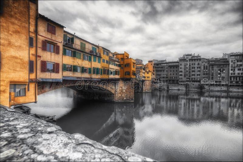 老brigde佛罗伦萨和小船 库存照片