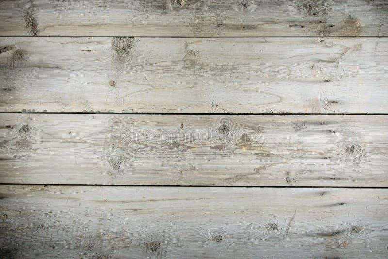 老carpentary木桌面以钉子和抓痕 免版税库存照片
