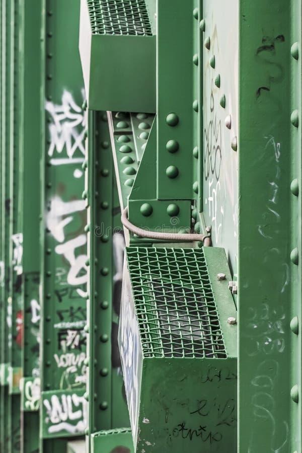 老Sava的桥梁夜与钢被铆牢的S的照明系统 免版税库存图片