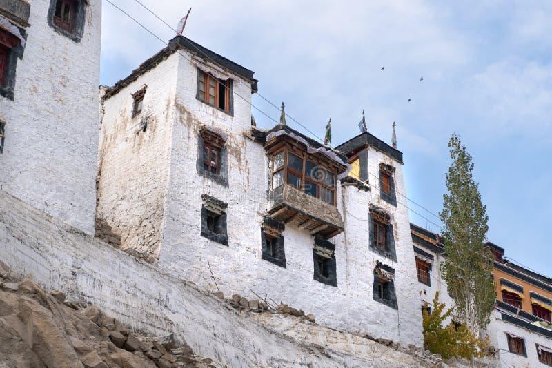 老Thiksay修道院在Theksey小村庄 免版税库存照片