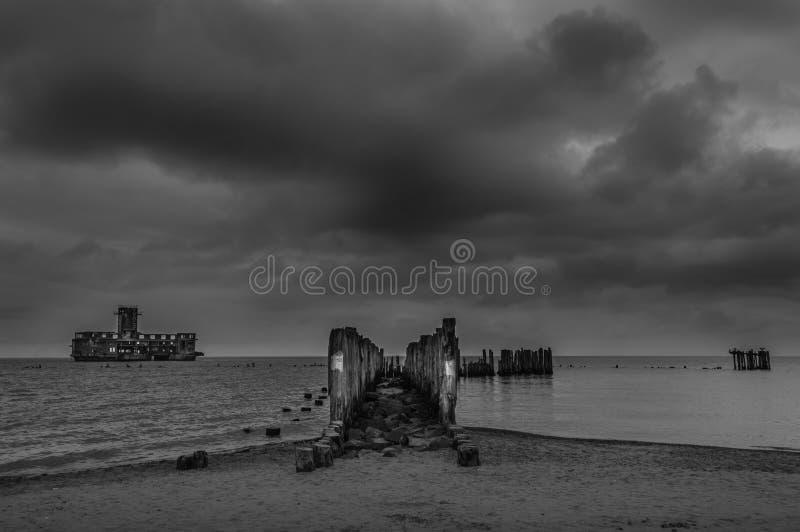 老Torpedownia Hexengrund废墟在波罗的海的在Babie Doly,格丁尼亚,波兰 库存照片
