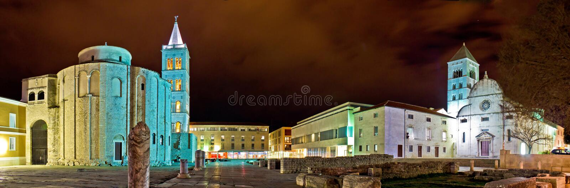 老Zadar方形全景晚上视图 免版税库存照片